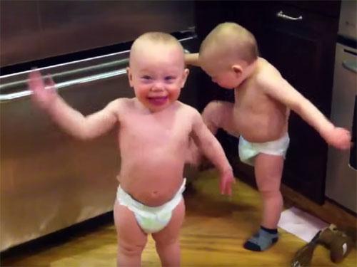 「たたた」だけで、会話をする双子の赤ちゃん4