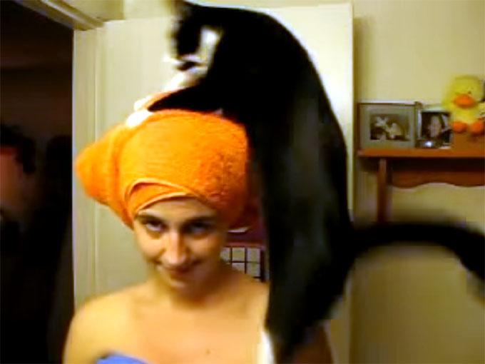 飼い主の頭にジャンプする猫2