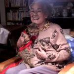 猫とおばあちゃんの仲良し動画。猫がお年寄りに懐く理由は?